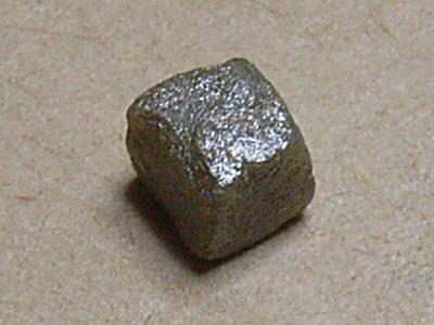 ダイヤモンド 地球上で最も固い物質であるダイヤモンド。これはコンゴ産の原石です。ダイ... ダイ